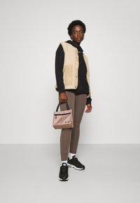 Nike Sportswear - Leggings - ironstone - 4