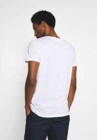 TOM TAILOR DENIM - PRINT - Print T-shirt - white - 2