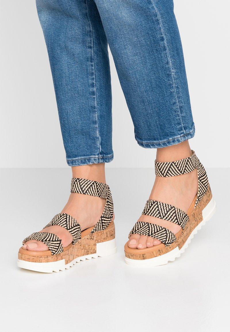 Steve Madden - BANDI - Platform sandals - black/tan