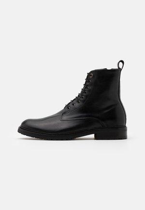 ALIAS CITY HIKER LACE UP BOOT - Šněrovací kotníkové boty - black