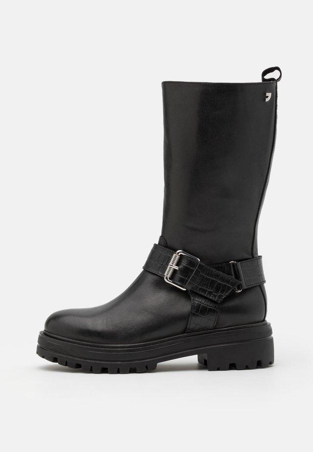 VALLENDAR - Platåstøvler - black