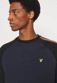 Lyle & Scott - COLOUR BLOCK CREW - Sweatshirt - dark navy - 5