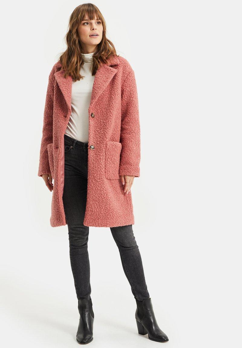 WE Fashion - TEDDY - Classic coat - old rose