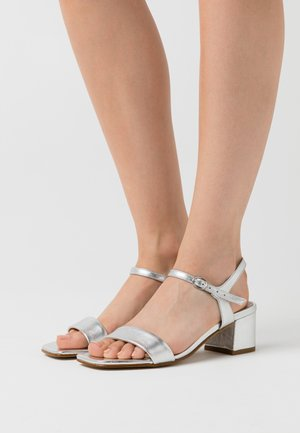 LEATHER SANDALS - Sandales - silver