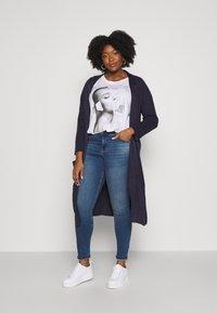 Zizzi - JPOSH NILLE SLIM - Jeans Skinny Fit - blue denim - 1