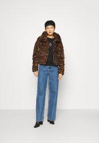 Abercrombie & Fitch - FASHION MINI PUFFER - Winter jacket - leopard - 1