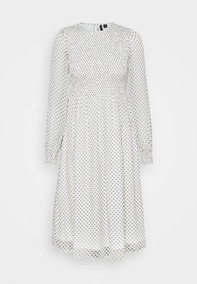 VMSIFFY SMOCK CALF DRESS  - Kjole - snow white/black