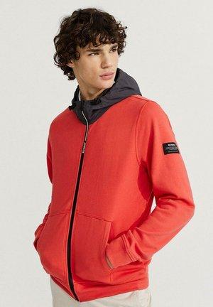 SALZBURGO - Zip-up sweatshirt - rojo