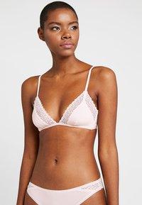 Calvin Klein Underwear - FLIRTY UNLINED - Triangel BH - nymphs thigh - 0