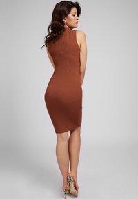 Guess - Shift dress - braun - 1