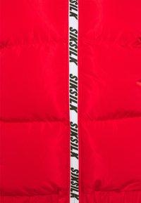 SIKSILK - PRINTED TAPE PADDED CROP JACKET - Winter jacket - red - 2