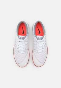 Nike Performance - LUNAR GATO II IC - Indoor football boots - white/black/bright crimson/grey fog - 3