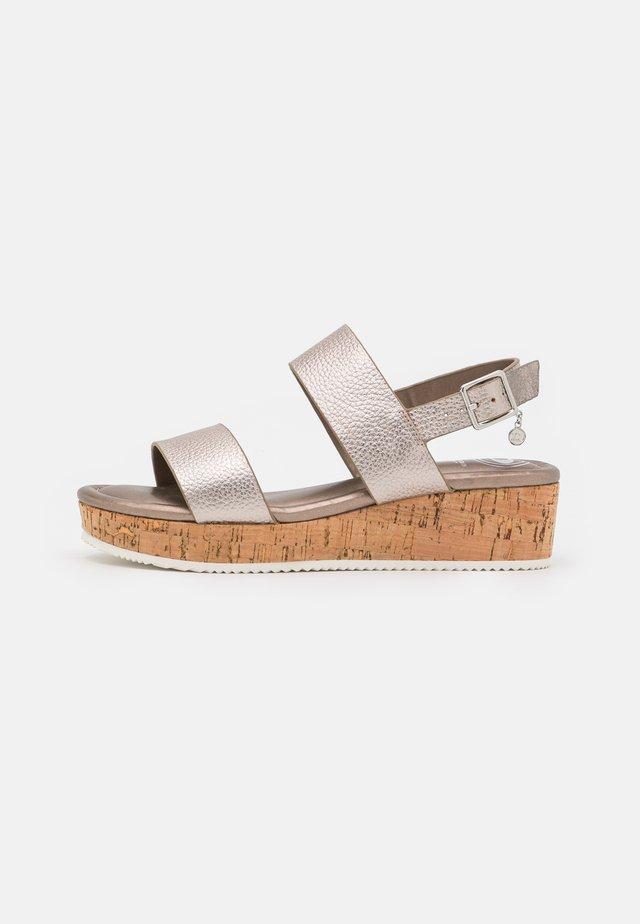 LENNIIE - Sandalen met plateauzool - pewter