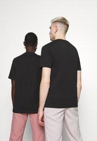 YOURTURN - PRIDE - Print T-shirt - black - 2