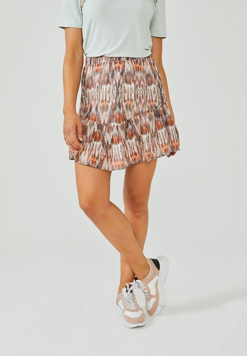Aaiko - ALIYA - Pleated skirt - terra dessin