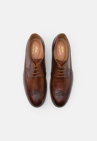 Clarks - OLIVER WING - Smart lace-ups - dark tan - 3