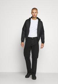 Jack & Jones PREMIUM - JPRBRODY TEE CREW NECK 5 PACK - Basic T-shirt - navy blazer/white/olive night/black/portroyale - 0