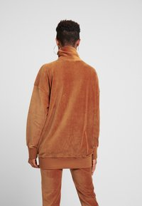 Champion Reverse Weave - HIGH NECK - Sweater - brown - 2