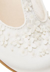 Next - WHITE FLOWER T-BAR SHOES (YOUNGER) - Zapatos de bebé - white - 4