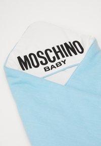 MOSCHINO - BLANKET UNISEX - Lekematte - baby sky blue melange - 4