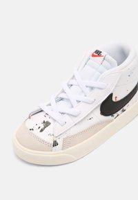 Nike Sportswear - BLAZER MID '77 BB BT UNISEX - Baskets montantes - white/black/sail - 6