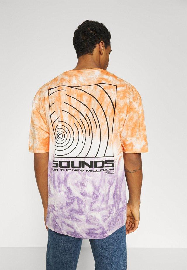 SOUNDS TIE DYE TEE UNISEX - Print T-shirt - multi