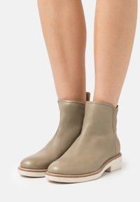 Marc O'Polo - SHEILA  - Classic ankle boots - light oliv - 0