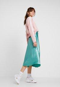 adidas Originals - BELLISTA 3 STRIPES CROPPED PULLOVER - Sweatshirt - pink spirit - 1