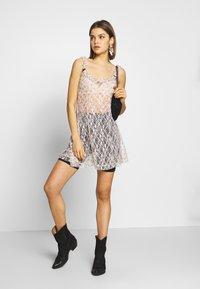 NEW girl ORDER - DITSY DRESS - Kjole - beige - 1