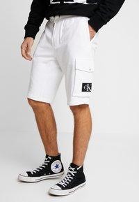 Calvin Klein Jeans - MONOGRAM PATCH - Kraťasy - bright white - 0