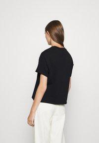 Levi's® - GRAPHIC VARSITY TEE - Print T-shirt - multicolor/black - 2