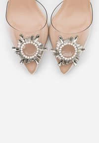 BEBO - KINGY - Classic heels - clear/nude - 5
