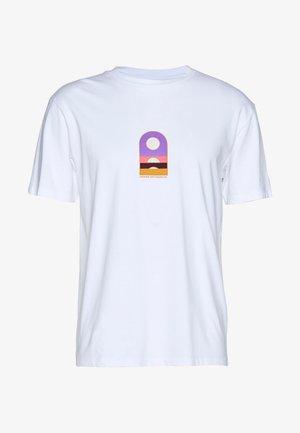WAWWA UNISEX   - T-shirt z nadrukiem - white