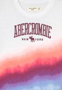 Abercrombie & Fitch - TECH CORE PATTERN - Print T-shirt - multi-coloured - 2