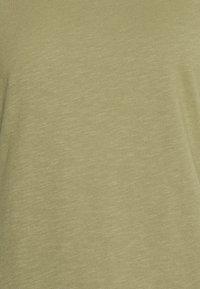 CLOSED - WOMEN´S - Jednoduché triko - green umber - 6