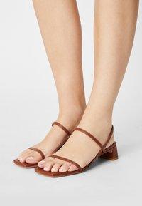 ÁNGEL ALARCÓN - Sandals - cuero16 - 0