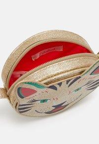 Billieblush - BAG - Taška spříčným popruhem - golden - 2