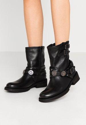 COOPER - Cowboy/biker ankle boot - black