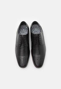 Burton Menswear London - BENSON ROSE - Stringate eleganti - black - 3