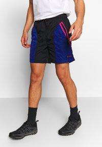 Columbia - RIPTIDE™ SHORT - Pantalones montañeros cortos - black - 0