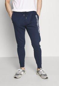 Abercrombie & Fitch - TECHNIQUE LOGO - Pantalones deportivos - navy - 0