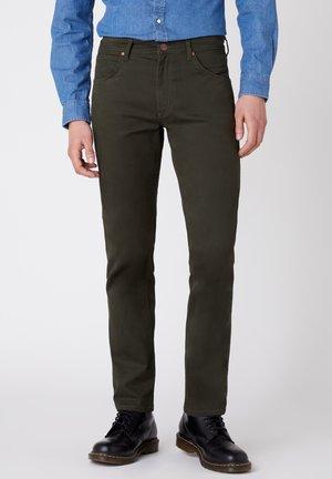 GREENSBORO - Trousers - roisin green