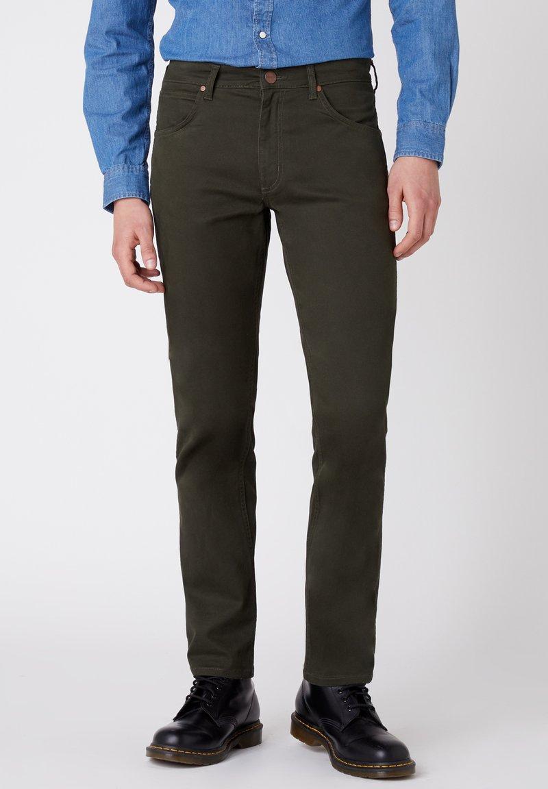 Wrangler - GREENSBORO - Trousers - roisin green