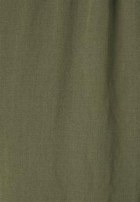 Vero Moda - VMKENDRAKARINA PANT - Trousers - ivy green - 7