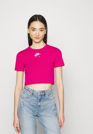 AIR CROP - Print T-shirt - fireberry/white