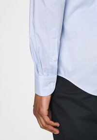 Tommy Hilfiger Tailored - MINI CHECK SLIM FIT - Shirt - light blue/white - 3