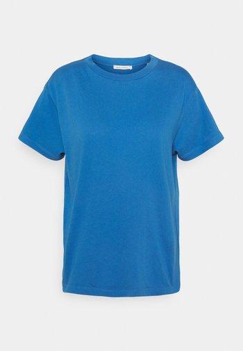Basic T-shirt - clear fountain