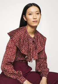 Who What Wear - RUFFLE NECK  - Blouse - maroon mosaic - 3