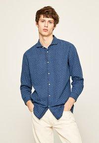Pepe Jeans - IVAN - Overhemd - indigo blau - 0