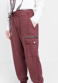 Desigual - GRETA - Relaxed fit jeans - red - 2